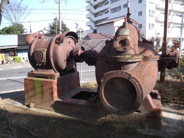 川口川閘門の鉄扉と揚水ポンプ